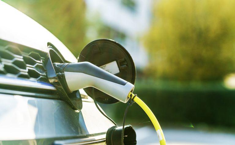 Installazione colonnina ricarica auto elettrica