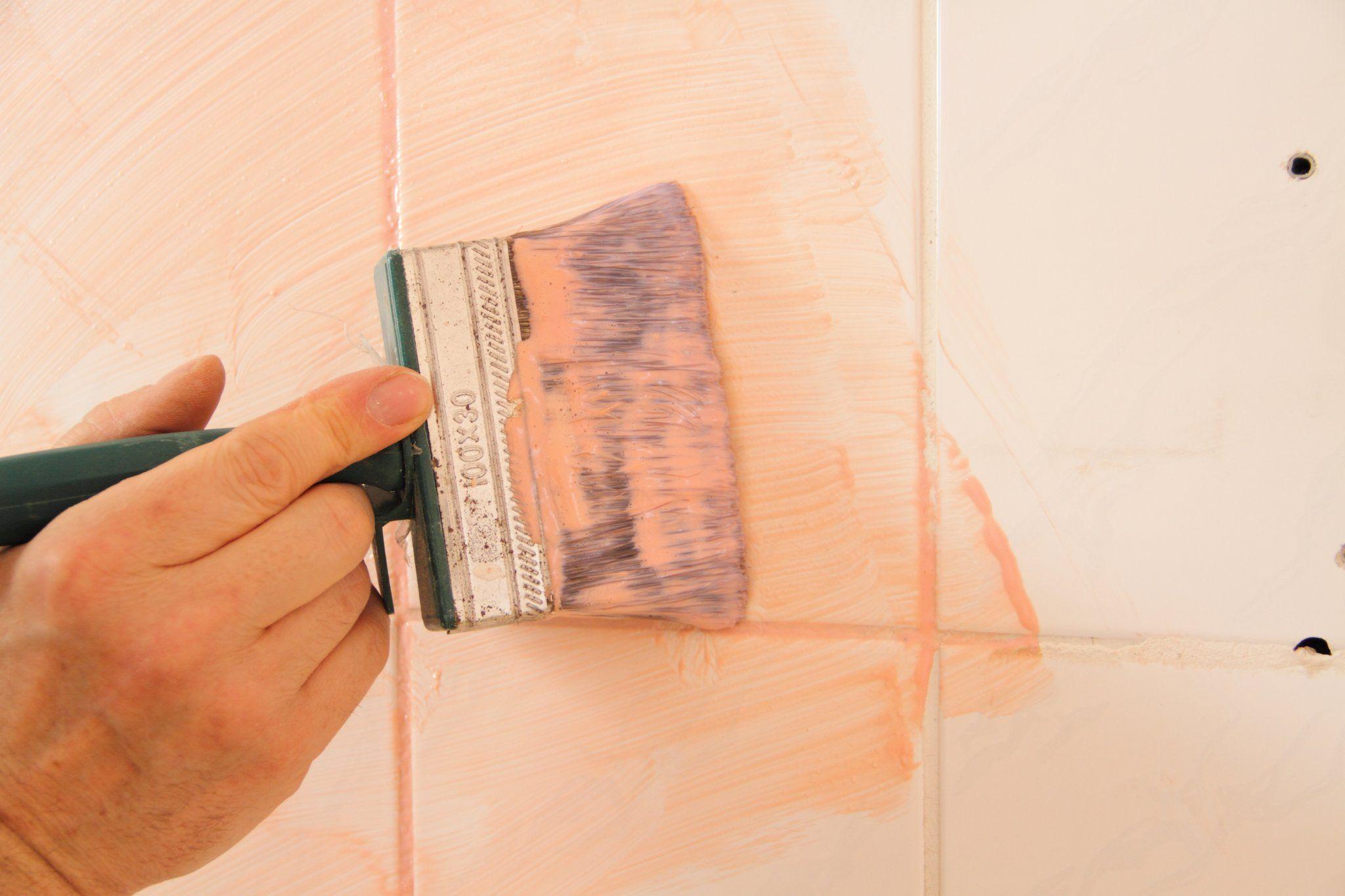 dipingere le piastrelle