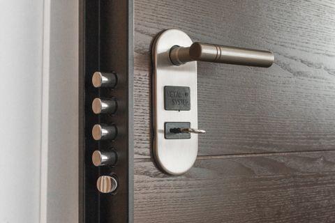 Quanto costa il montaggio di una porta blindata - Instapro